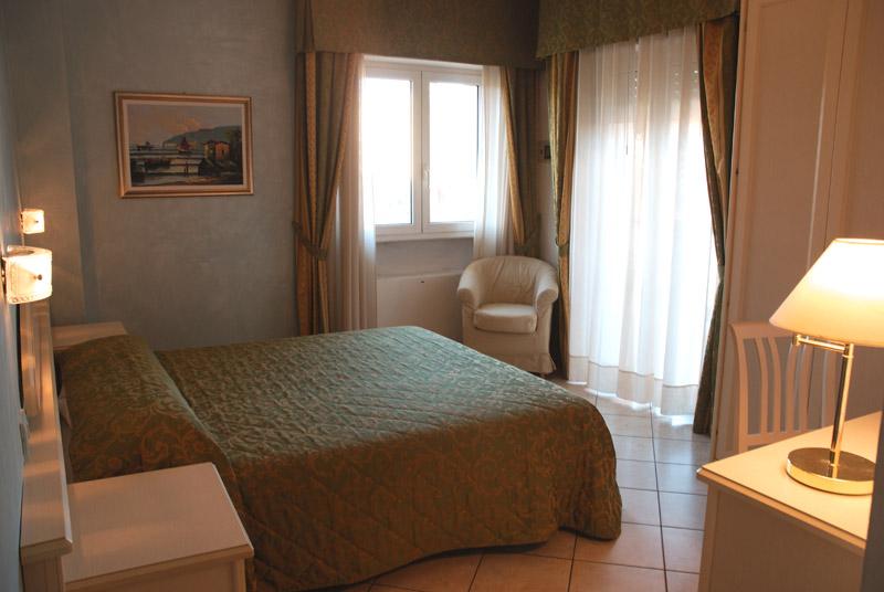 le camere degli appartamenti a Riccione perla sono luminose e spaziose