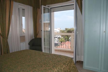Residence Riccione camera vista mare