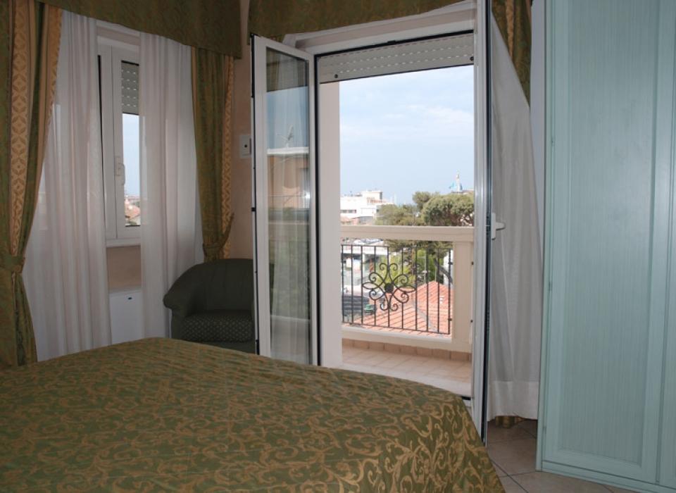 balconi angolari per una vista meravigliosa sul porto di Riccione