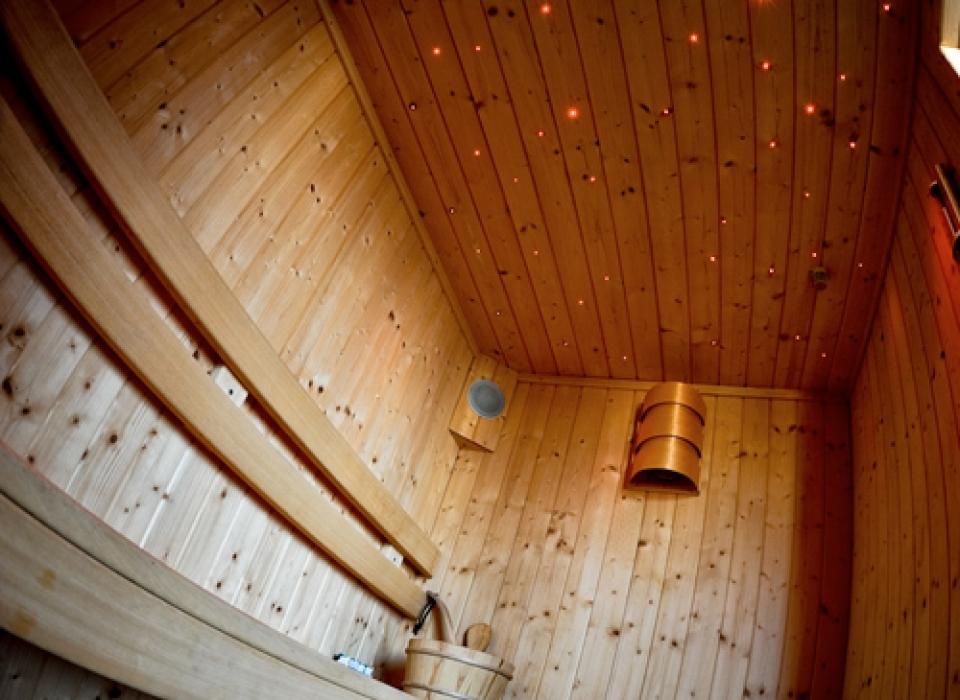 Una sauna finlandese con cielo stellato  per coccolarvi anche nelle fredde giornate d'inverno nel residence Riccione