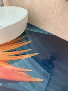 lavabo di design floreale