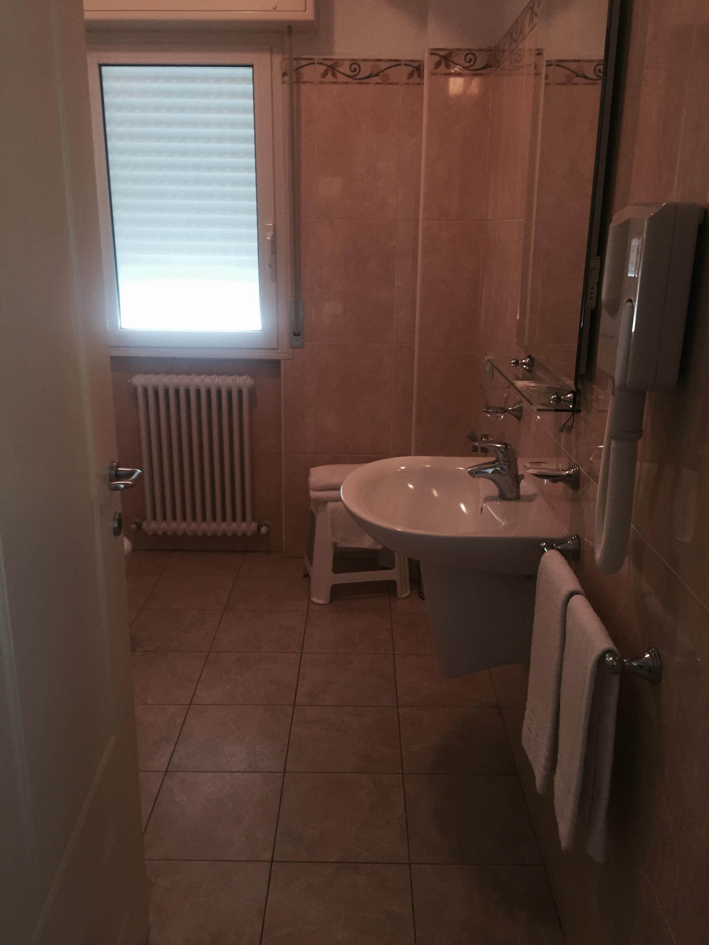 il bagno del nostro residence veliero a Riccione