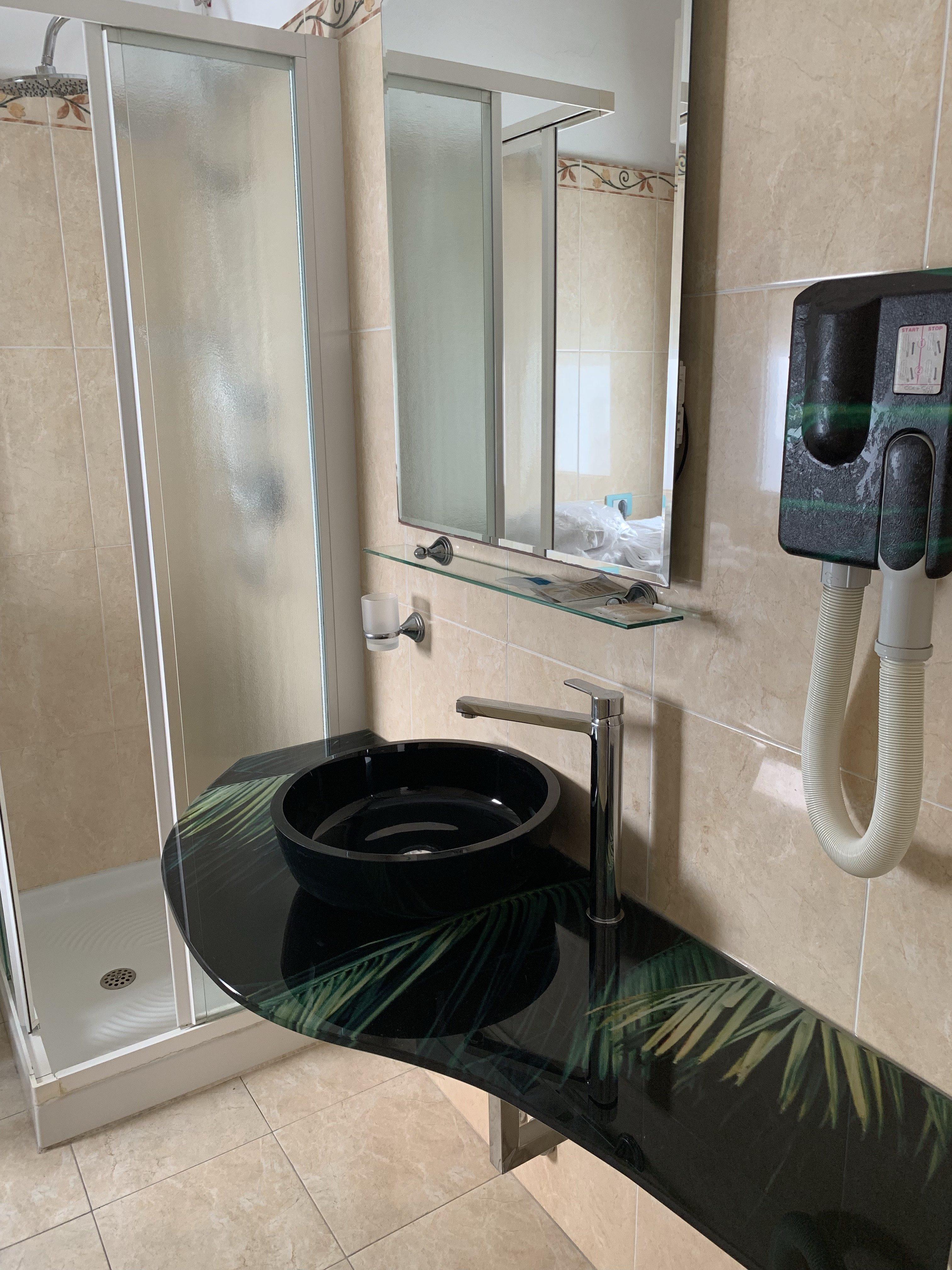 lavabo palme residence Riccione